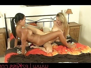 Lesbians in rimming in bed