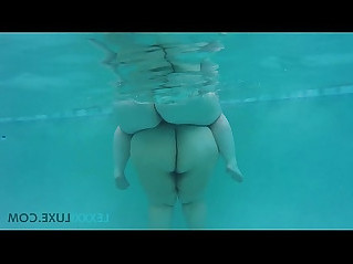 Busty BBW Lexxxi Luxe and BBW Friend Play Underwater in Pool